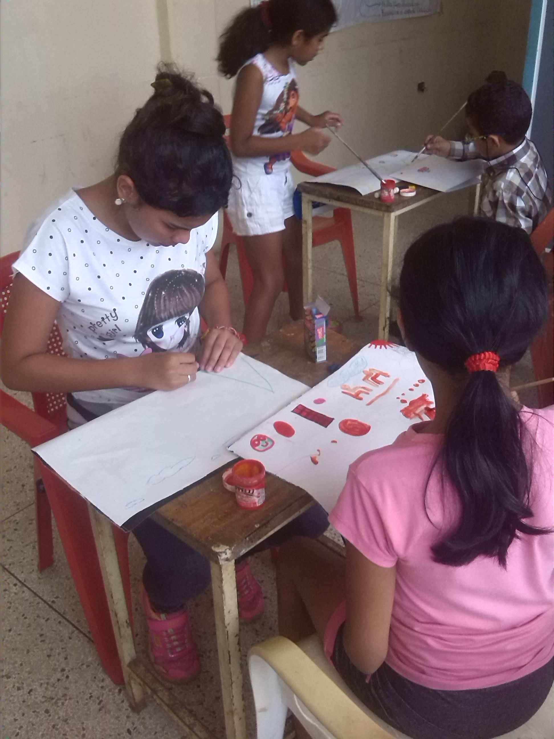 Actividades como manualidades y dibujos se realizan para todos los niños