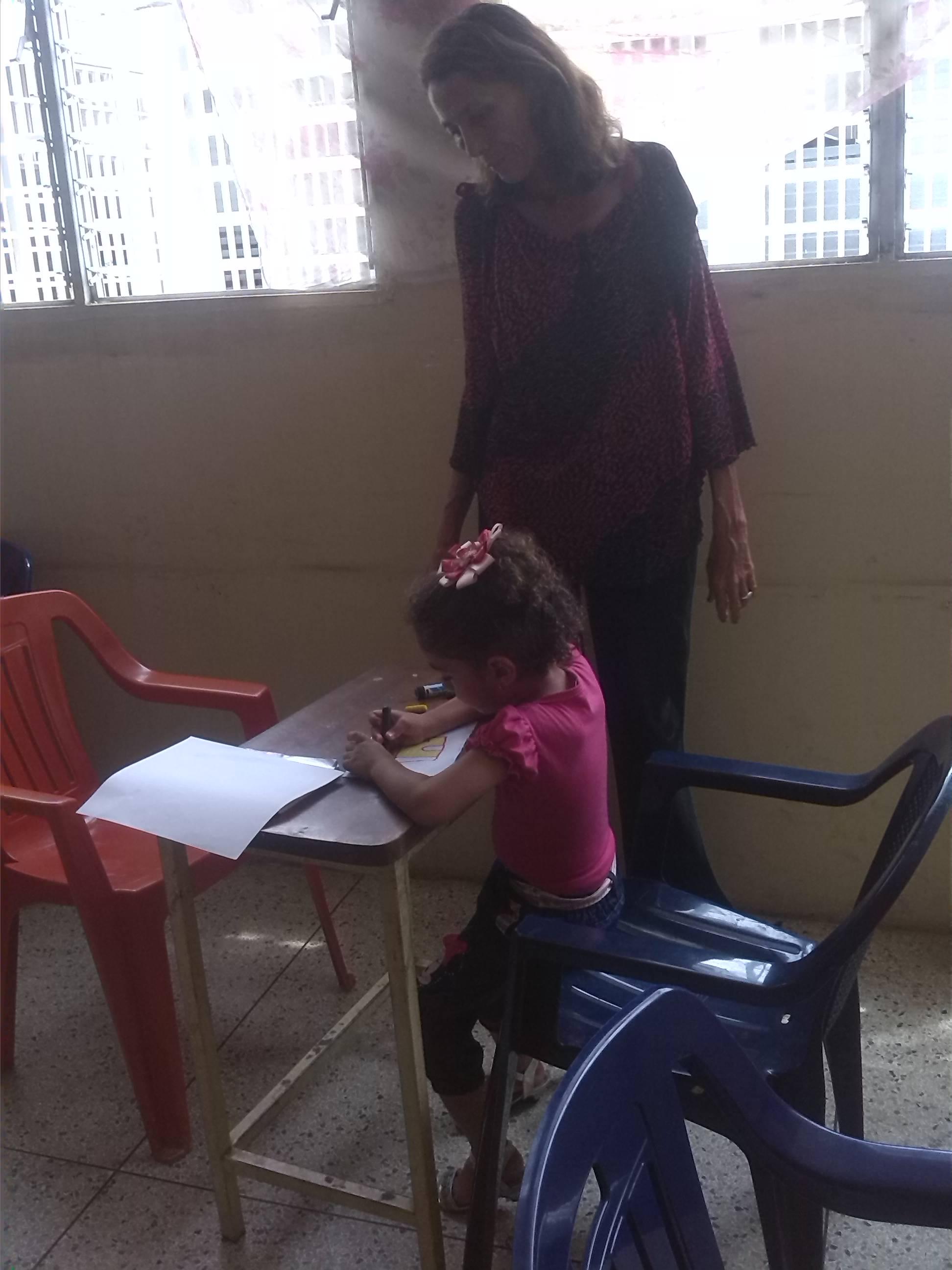La coordinadora de la Casa de la Cultura Minerva Carmona al momento de iniciar el plan vacacional con los niños