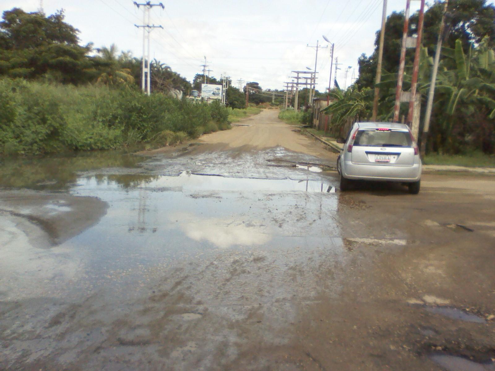 En la esquina e la calle Ribas desde hace dos años existe un derrame de aguas servidas