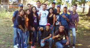 El grupo de promotores juveniles que vienen desarrollando el trabajo de abordaje comunitario en las parroquias Infante y Espino
