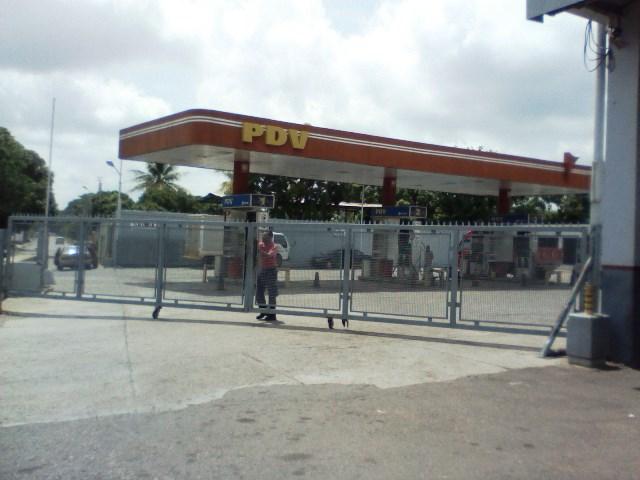 En la Estación de Servicios PDV las puertas estaban cerradas