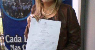 La funcionaria del Ministerio Público mostró la resolución de reincorporación a sus funciones