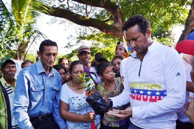 Vásquez verificó las propuestas de producción en el sector El Totumo