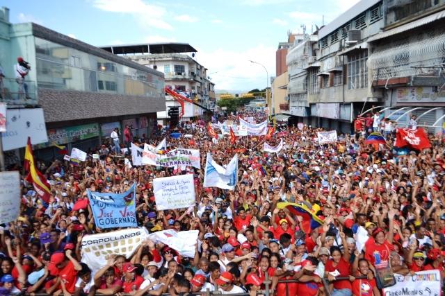 8.Desde una multitudinaria concentración realizada en San Juan de los Morros, José Vásquez, exhortó a todos los que quieren a esta entidad llanera salir a votar masivamente el 15 de octubre
