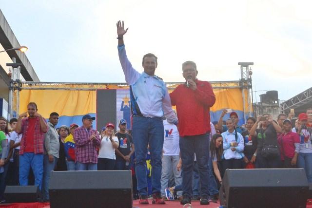 9.Elías Jaua acompañó a José Vásquez en sus mensajes al pueblo de Guárico
