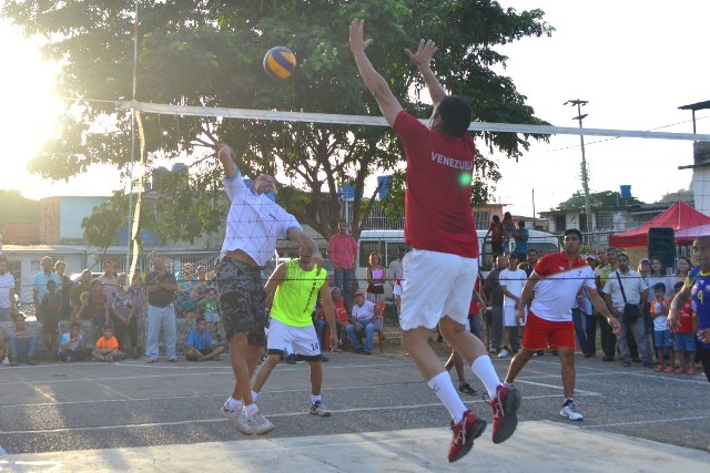 Pueblo organizado compartió en paz y alegría su pasión por el deporte junto al licenciado José Vásquez