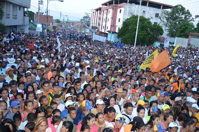 La calle Real con Libertador de la Princesa del Llano se llenó por completo