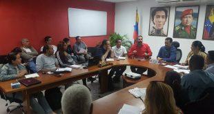 Guy Vernaéz, director ejecutivo del Consejo Federal del Gobierno intercambiando saberes con el Tren Ejecutivo y el gobernador José Vásquez
