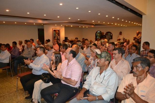 3.A pesar de cierta incredulidad e indiferencia, los grandes productores del oriente guariqueño aceptaron el llamado formulado por el gobernador José Vásquez