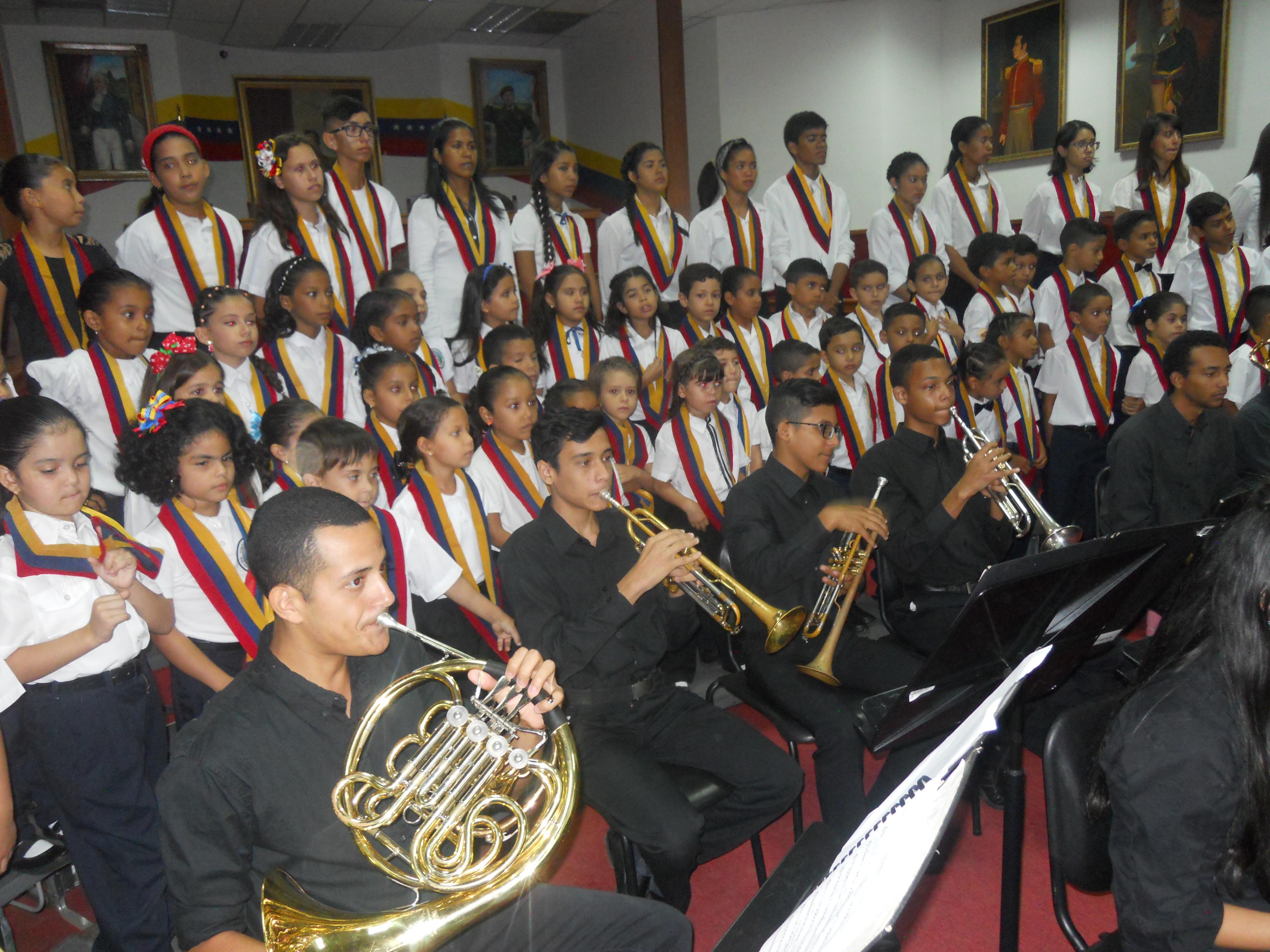 El concierto del Día del Músico contó con la participación de 70 pequeños coralistas del Núcleo San Juan, quienes acompañaron a la Orquesta Sinfónica
