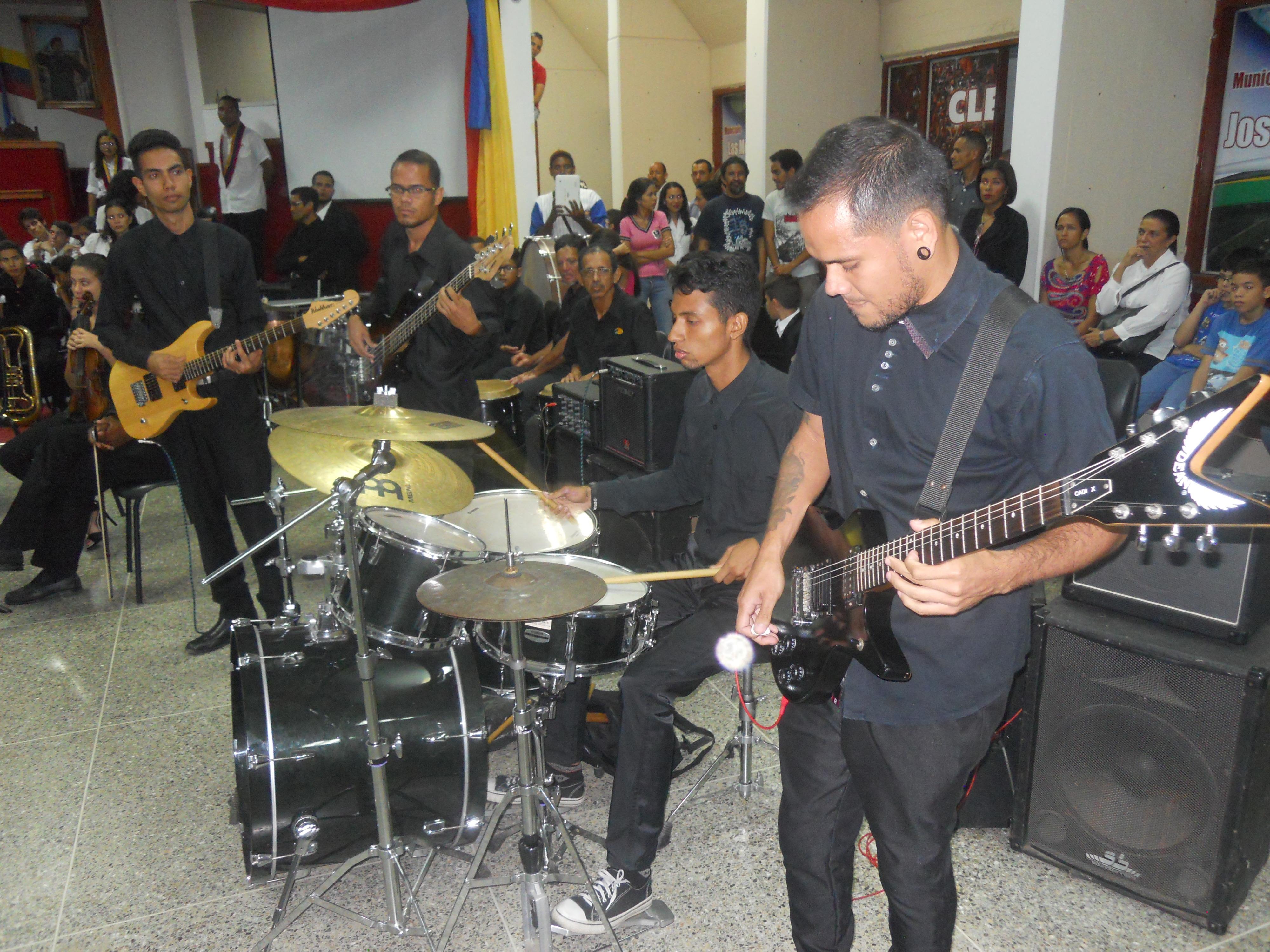 Integrantes del Programa Música Popular y Otros Géneros durante su participación