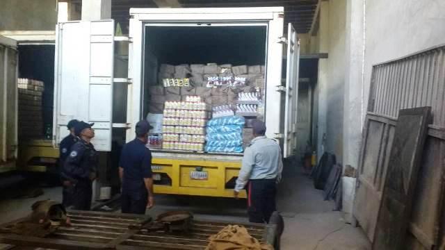 Los alimentos estaban siendo cargados para ser transportados a la ciudad de Guayana