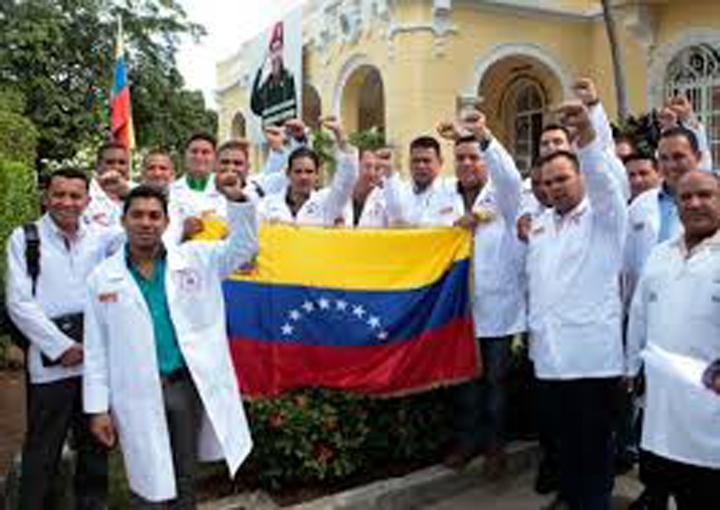 Más de 21 mil médicos venezolanos abandonan el país