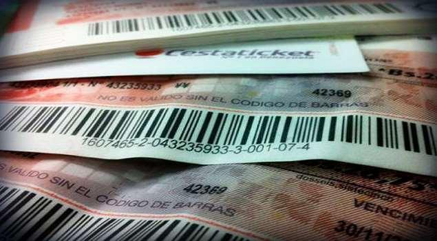 Presidente Maduro distribuye cestaticket socialista