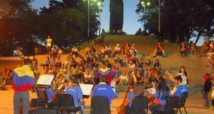 Toma cultural de la Orquesta Alma Llanera en las Escalinatas del Monumento San Juan Bautista