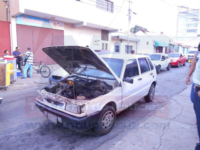Los sujetos lo abordaron cuando intentaba reparar su vehículo en pleno centro de Valle de la Pascua