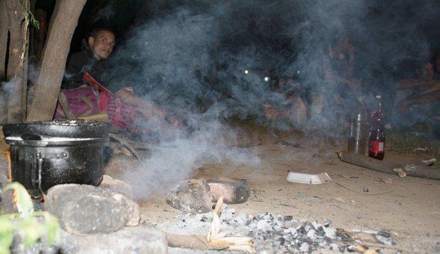 Unos 400 venezolanos duermen en una cancha en Cúcuta