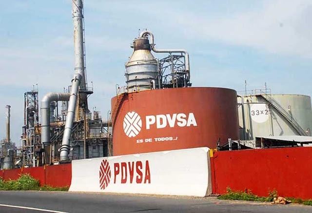 En medio de la crisis, Pdvsa nombra presidente honorario