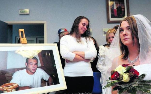 Se casó con un muerto para apropiarse de la fortuna del fallecido