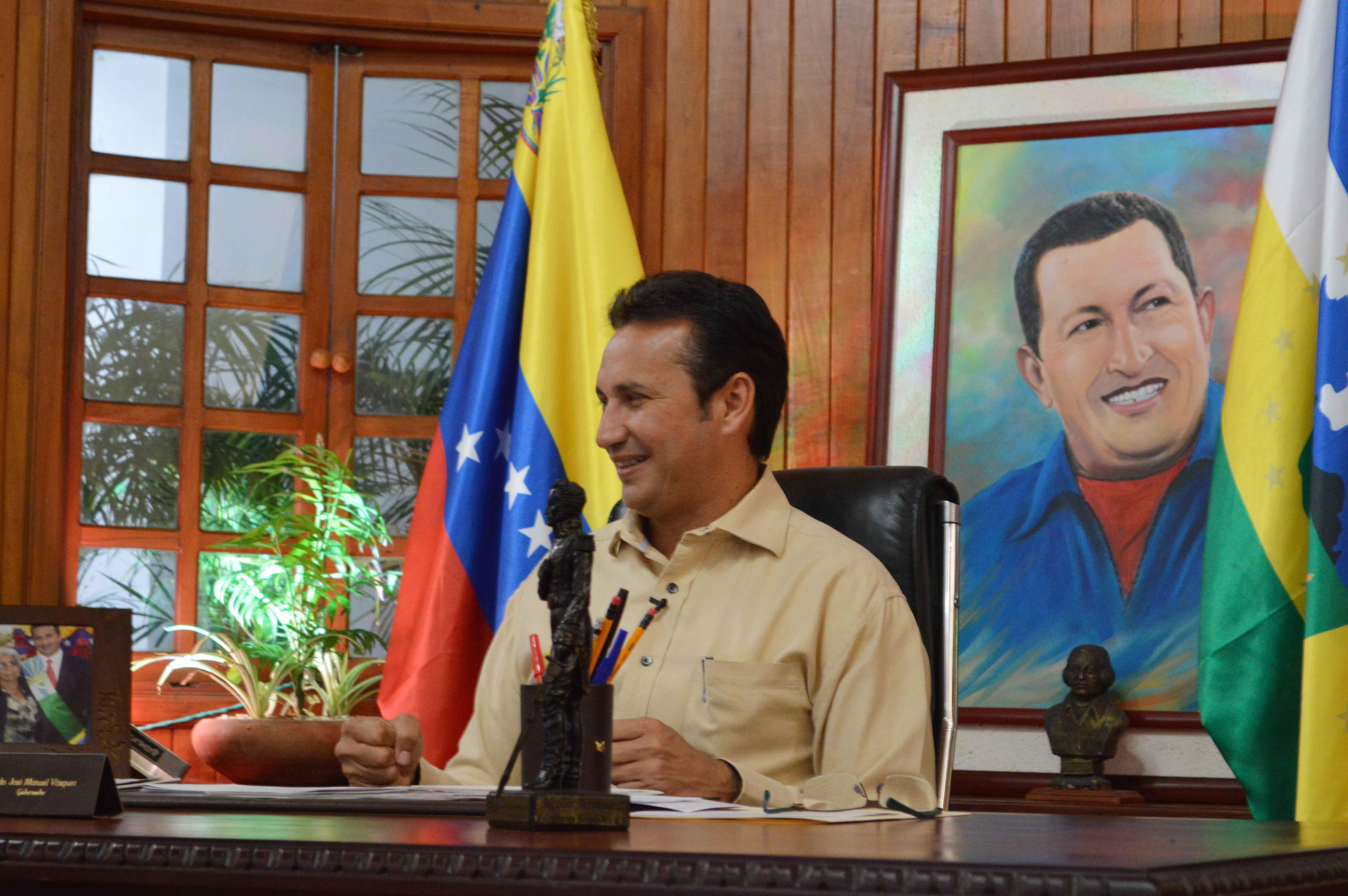 El anuncio fue realizado por el Gobernador Jose Vasquez en su primer programa de radio