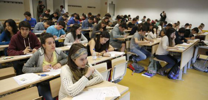 Con mejores puntajes en la prueba de selección universitaria de Chile, son los venezolanos