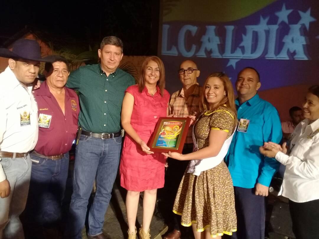 Alcaldesa Nidia Loreto brinda apoyo al festival Panoja de Oro