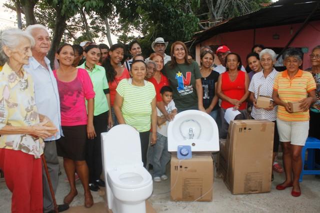 Alcaldesa Nidia Loreto entregó kits en Sector Guaicaipuro