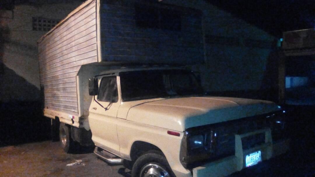 Camión recuperado por funcionarios de Poliguárico