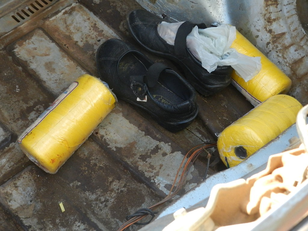 Zapatos de la niña de 12 años, fallecida luego de ingresar al hospital vallepascuense