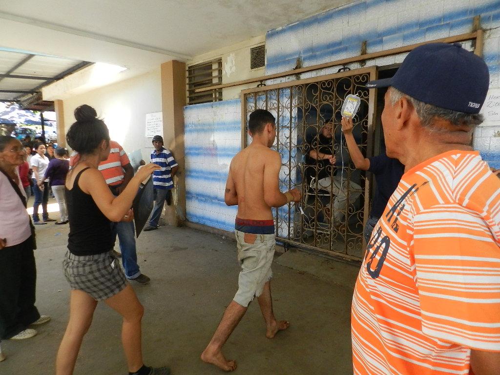 Jesús Salvador Paez Mayorga de 19 años, conductor del vehículo Fiesta Balita fue trasladado al hospital con politraumatismos generalizados.