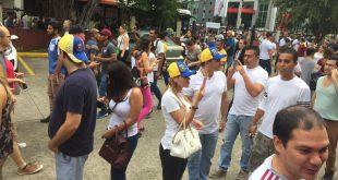Los venezolanos son recibidos en Panamá como turistas, no como trabajadores