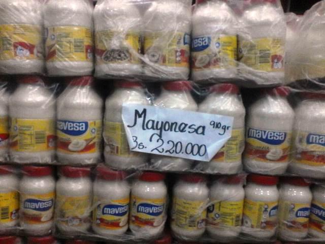 Mercancía con sobreprecio que era vendido en el establecimiento.