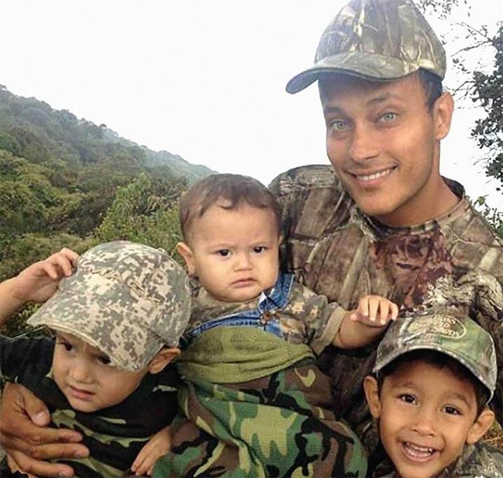 La viuda solicita manutención para los tres hijos que tuvo con el Inspector Pérez