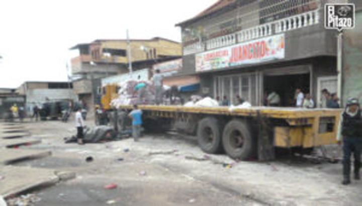 Saquearon gandola cargada de harina de trigo y dos camiones de pollo y yuca