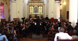 Orquestas Sinfónicas Juveniles e Infantiles de La Pascua y Calabozo tocando en conjunto