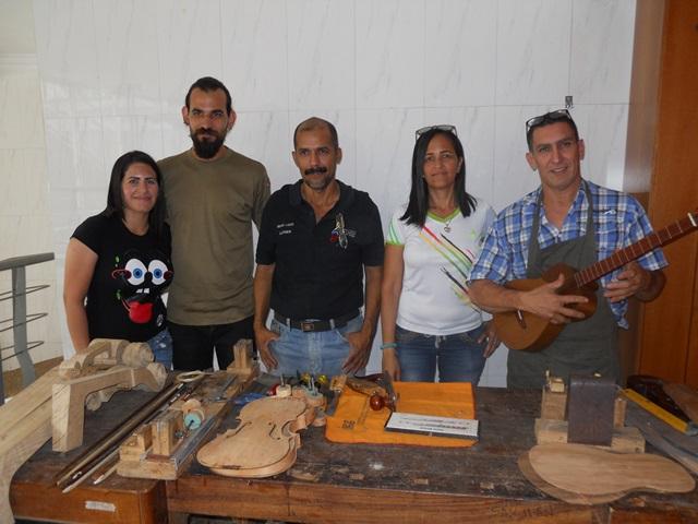 Los profesores del Programa Regional de Lutheria expusieron el trabajo de reparación de instrumentos que realizan diariamente