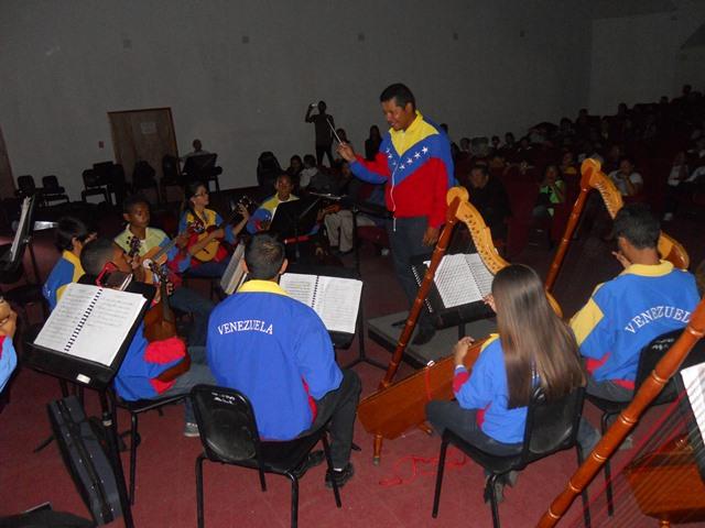 Al ritmo de la música venezolana la Orquesta Regional Alma Llanera deleitó al público