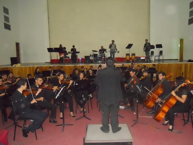 Quedó evidenciada la diversidad de géneros musicales dentro de El Sistema mediante la fusión de la Orquesta Sinfónica y la Banda de Rock Sinfónico de La Pascua