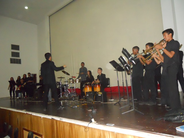 La Orquesta Latinocaribeña de Valle de la Pascua cerró el concierto con una magistral ejecución de obras del repertorio latino