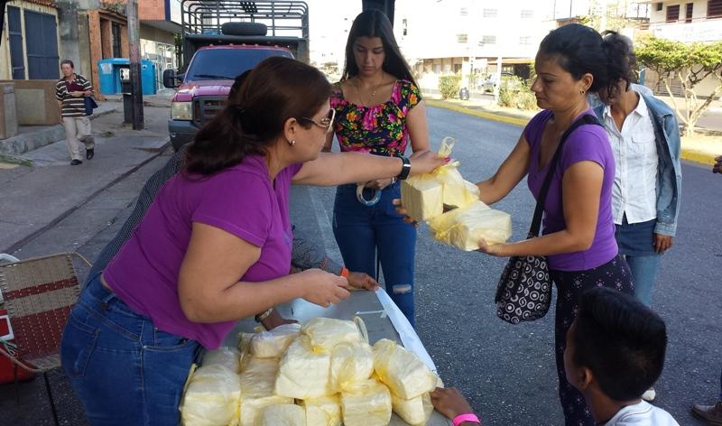 Los habitantes infantinos se vieron beneficiados con la venta de kilo de queso en 160 bs