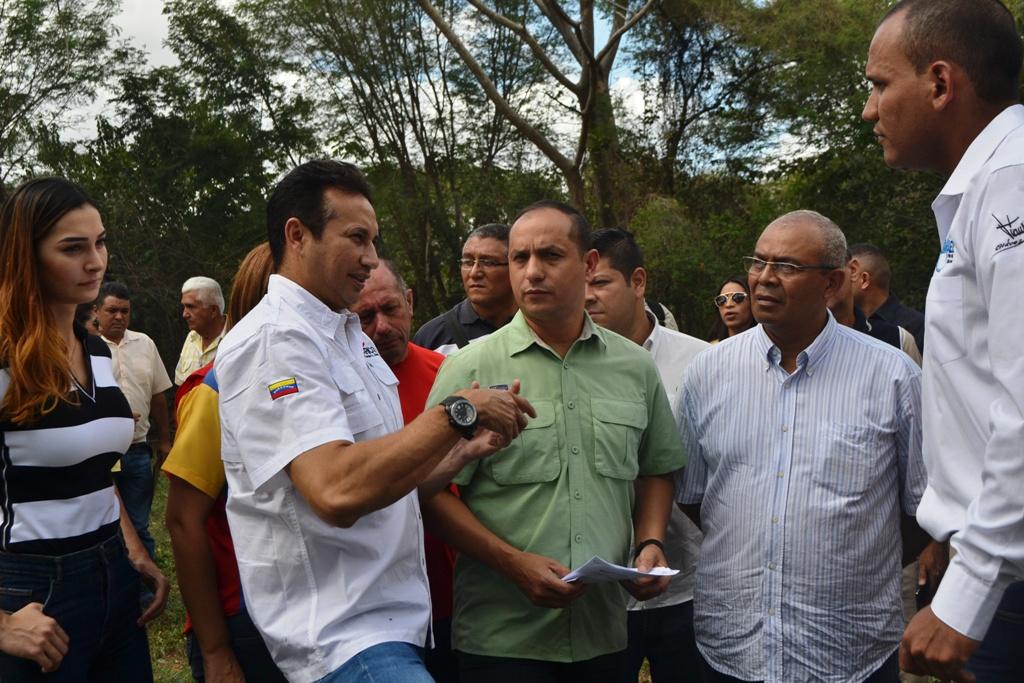 2. Como un solo Gobierno, las autoridades del Gobierno Bolivariano recorrieron el embalse que nutre de agua a la estación de bombeo para Valle de la Pascua