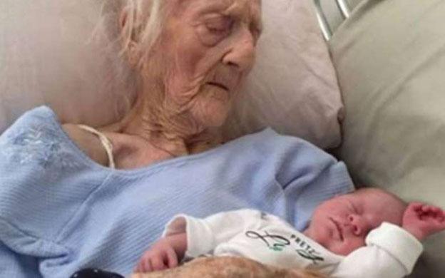 Abuela de 70 años dio a luz a cuatrillizos