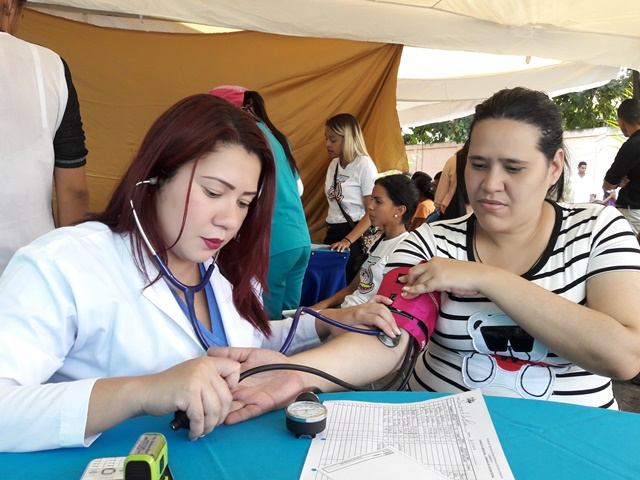 Los asistentes recibieron atención médica y entrega de medicamentos gratis.