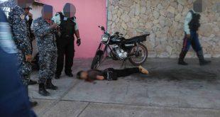 Efectivos policiales llegaron hasta el lugar del asesinato