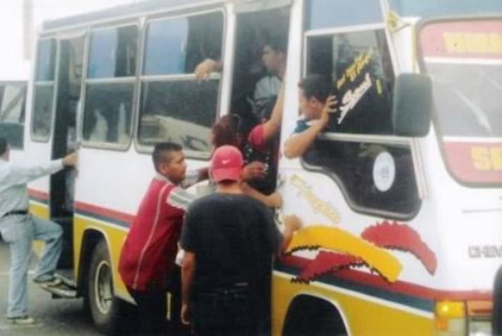 """""""Se van a las manos"""" vendedor ambulante venezolano y un peruano"""