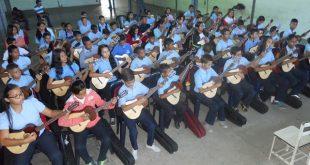 El Sistema dispuso la dotación de instrumentos musicales para el beneficio de los estudiantes de la Unidad Educativa Vicente Emilio Sojo