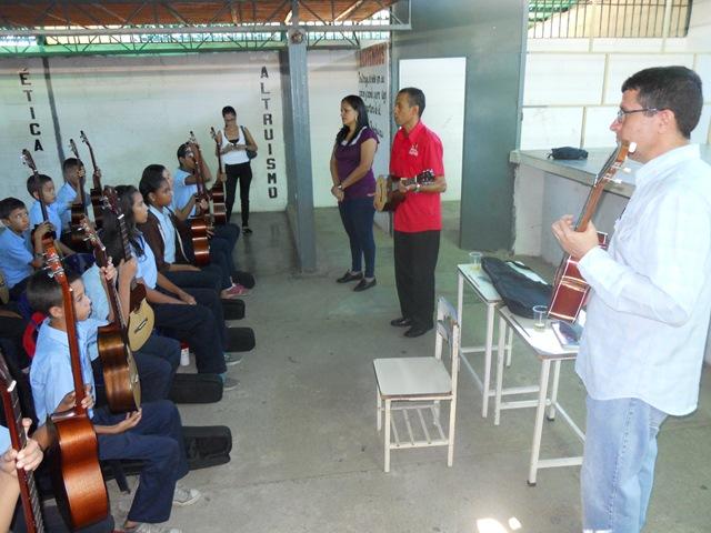 El profesor Michell Toledo, Jefe del Municipio Escolar Nº 1 reconoció la labor social y educativa que desarrolla El Sistema en Guárico