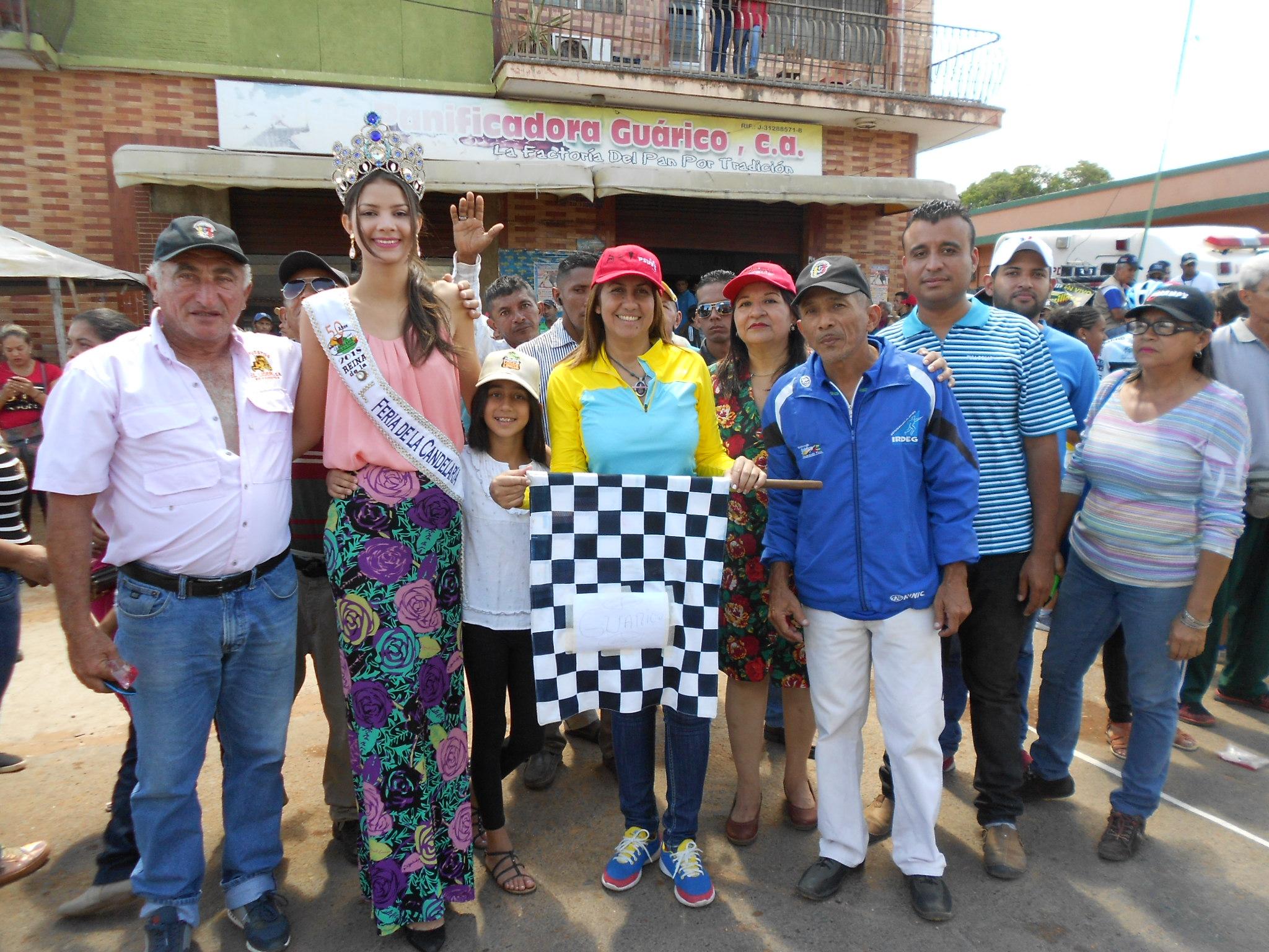 La alcaldesa Nidia loreto y la reina de la feria Luz Ledezma