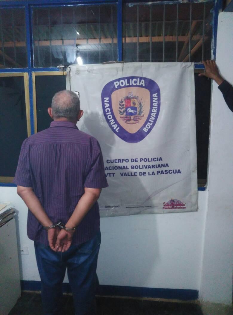 El abogado de 57 años fue presentado ante el ministerio publico por el delito de ultraje a funcionario publico