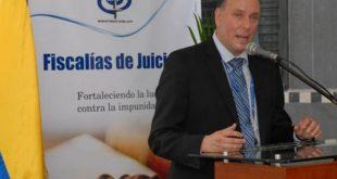 Joel Espinoza, exvicefiscal general de la República, intenta pedir asilo en Madrid